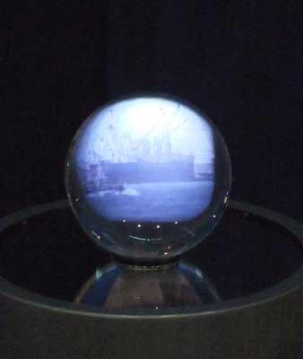水晶球ディスプレイ